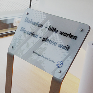Kundenstopper aus Edelstahl und ESG